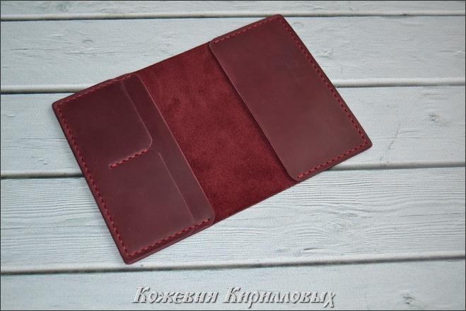Бордовая обложка для паспорта