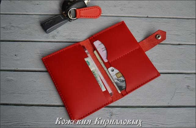 Красная автодокументница для девушки водителя