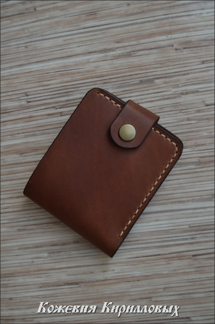 Мужской кошелек из натуральной кожи на застежке